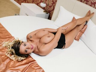 AuroraRavenna shows webcam nude